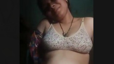 Bhabi masturbating and talking on phone