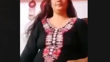 Paki aunty show boob