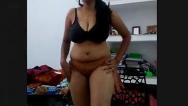 Horny bhabi seducing skill
