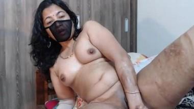 Sexy Desi Bhabi Hot Cam Show