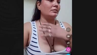 AKM Aunty accidental nipple slip over tango live