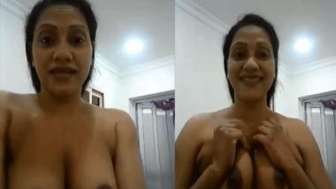 Mallu big boobs girl exposing her nice big boobs