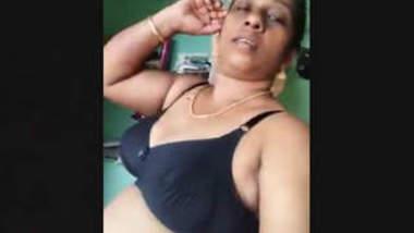 Mature Desi Aunty Nude Show