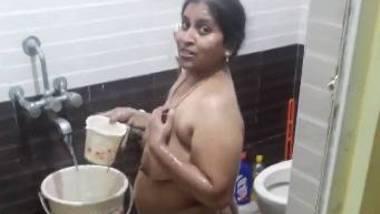 Dishaniya Aunty bathing video