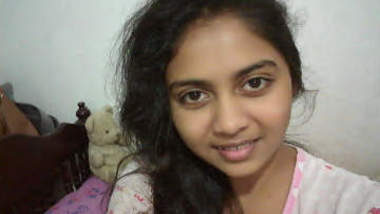 Sri Lankan Young Girl Leaked 2 videos and photos part 2