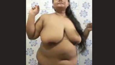 Chubby Bhabhi Nude Bathroom Selfie