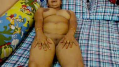 Desi Beautiful Bhabhi Show nude body & Sucking Dick
