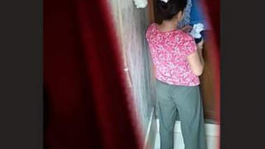 Desi Girl Hidden Cam Bath Clips Part 1