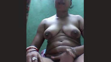Bengali Aunty Showing Her Boobs & Pussy Part 1