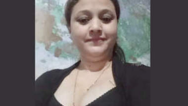 Hot Desi Aunty Stripping with Hindi Audio
