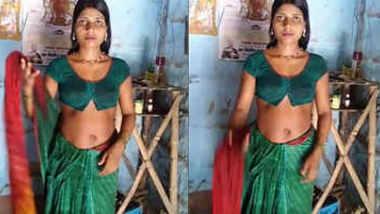 hot desi housewife bhabhi samhaal kumari navel expose in saree