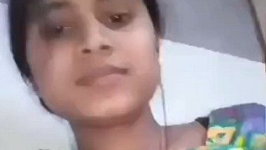 Cute desi kudi showing chut