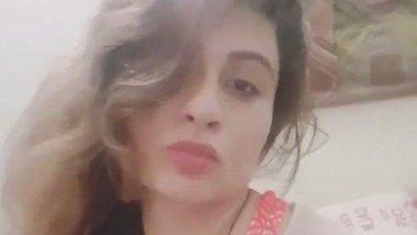Pakistani MMS – Paki lady showing boobs