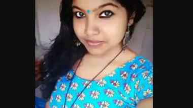 Desi cute girl show her boobs on cam