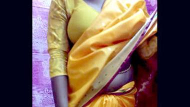 Desi cute village bhabi show her sexy body