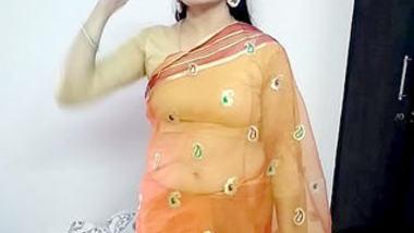 Desi cute pk bhabi show sexy boobs and pussy with devar