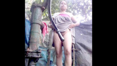Desi cute village bhabi show her ass n pussy