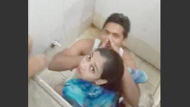 Desi lover caught on tilet
