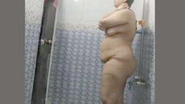 Desi bbw bhabi nude bath