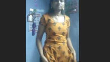 Desi village cute teen show her sexy body