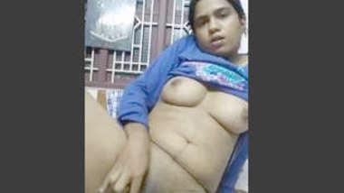 Desi sexy bhabi rekha fing her nice pussy, desi mms