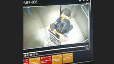 Desi lover romance in lift