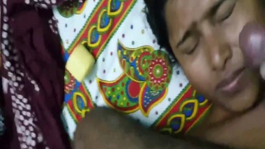 Indian cumshot sex clip of a Bengali couple looks hot