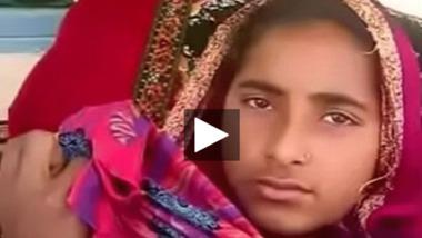 Village teen girl exposed her Desi teen boobs to a stranger