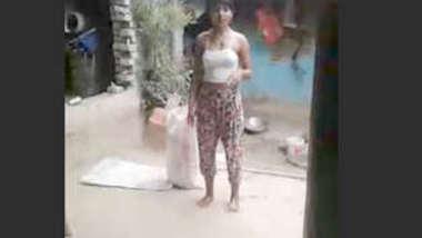 Desi cute village teen show her pussy
