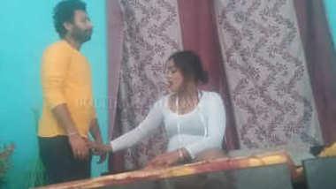 Desi village bhabi fing her pussy n make video