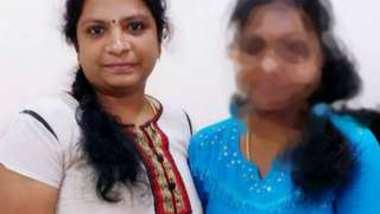 Desi village aunty fing her pussy