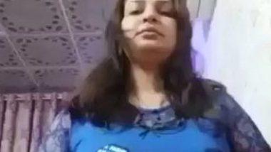 Iraqi Arab nude aunty solo selfie video