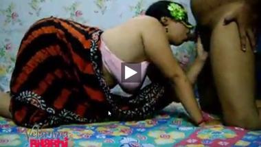 Indian chubby sex aunty enjoying a cam sex night