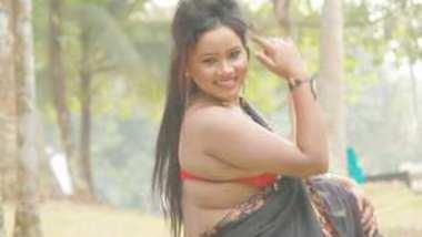 Desi bhabi hot photoshoot , really hot