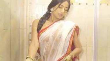 Poonam Pandey sexy boobs show , bath video