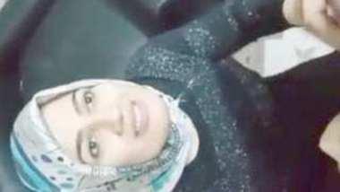 Desi hijabi bhbai suck her x bf dick
