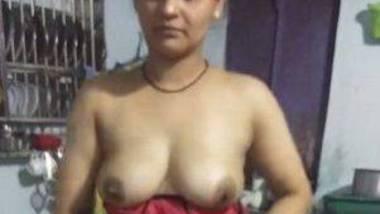 Telugu aunty Reshma strip saree