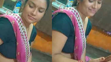 hot bhabi shweta sharma hot cleavage and navel show in home
