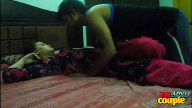 Indian sex video of a young desi couple enjoying home sex