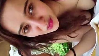aisha sharma hot bikini and neha sharma cleavage show