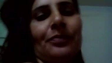 Desi mms of a horny bhabhi making a naughty video for her lover