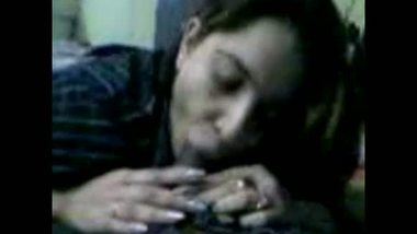 Amateur college girl gives a nice blowjob and fucks her boyfriend