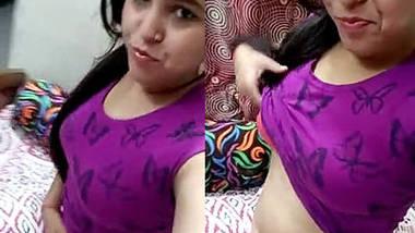 delhi teen soumya showing boobs