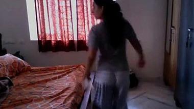 Cheating bhabhi ne society guard se hardcore fuck kia