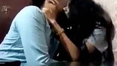 desi cpl kissing hard in cafe
