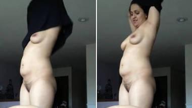 hot bhabhi cleavage navel dance