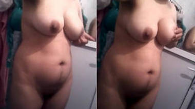hot housewife show boobs