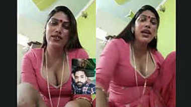 desi aunty clevage show