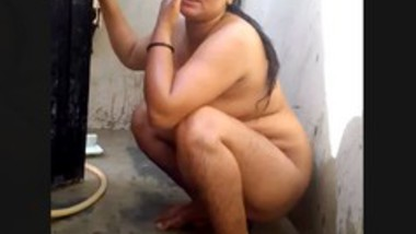 Desi Bhabi bath video
