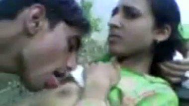 Slim desi girlfriend enjoying outdoor sex with boyfriend in the fields
